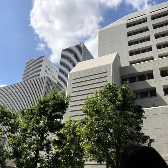 虎の門病院の旧病棟と新病棟